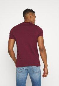 Lyle & Scott - PLAIN - T-shirt basic - merlot - 2