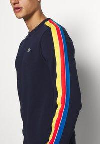 Lacoste Sport - RAINBOW TAPING - Sweatshirt - navy blue/wasp/gladiolus/utramarine/white - 3