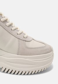 Bronx - CHAINY - Trainers - off white - 5