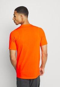 Nike Performance - DRY - Print T-shirt - total orange - 2