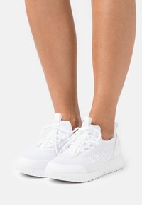 Calvin Klein Jeans - RUNNER LACEUP  - Trainers - bright white - 0