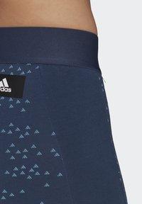 adidas Performance - ADIDAS SPORTSWEAR ALLOVER PRINT LEGGINGS - Collants - crenav - 3