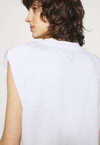 JUST FEMALE - BEIJING  - Basic T-shirt - white - 4