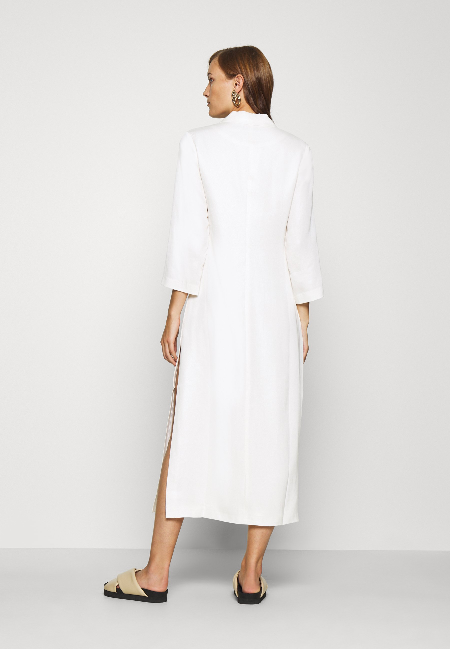 Third Form MOVE ON MAXI BLAZER Freizeitkleid off white/weiß