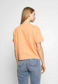Tommy Jeans - BADGE TEE - Basic T-shirt - melon orange - 2