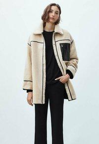 Massimo Dutti - WENDE - Short coat - ochre - 1