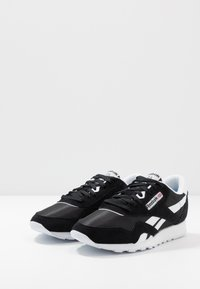 Reebok Classic - CL - Sneakers laag - black/white/none - 2