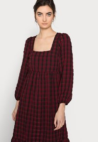 New Look Tall - CHECK SEERSUCKER SMOCK MIDI - Day dress - red pattern - 3