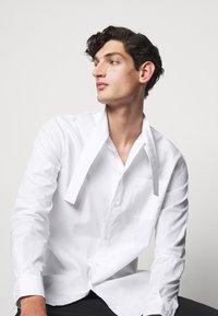 N°21 - CAMICIA - Shirt - bianco ottico - 3