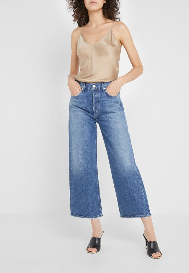 REN WIDE LEG - Relaxed fit jeans - blue denim
