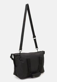 Rains - WEEKEND BAG SMALL UNISEX - Weekend bag - black - 1