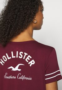 Hollister Co. - PRINT CORE - Print T-shirt - burgandy - 5