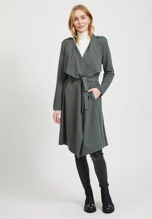 OBJANNLEE  - Trenchcoat - dark green