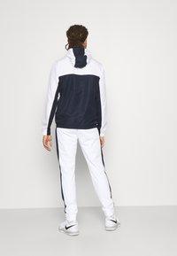 Lacoste Sport - TRACK PANT - Träningsbyxor - white/navy blue - 2