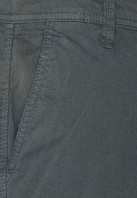 s.Oliver - CARGO - Shorts - grey - 5