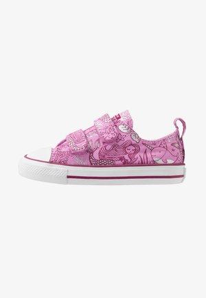 CHUCK TAYLOR ALL STAR MERMAID - Sneakersy niskie - peony pink/rose maroon/white
