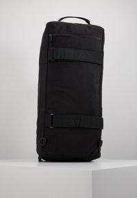 Nixon - PIPES DUFFLE - Weekendbag - all black - 5