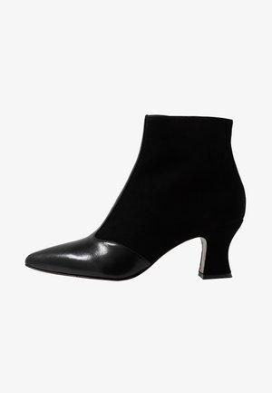 VUKA - Kotníkové boty - black
