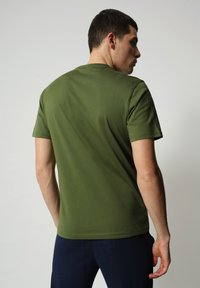 Napapijri - S-SURF FLAG - Print T-shirt - green cypress - 2
