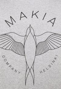 Makia - SWALLOW - Camiseta estampada - light grey - 2