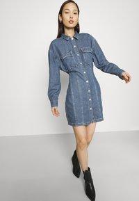 Levi's® - BRAELYN UTILITY DRESS - Spijkerjurk - blue denim - 3