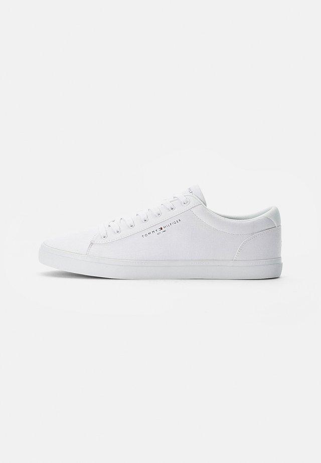 ESSENTIAL CORE TEXTILE VULC - Sneakers - white