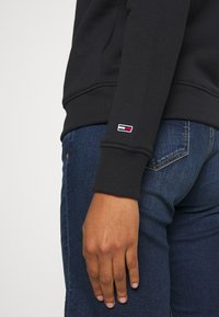 Tommy Jeans - ESSENTIAL LOGO - Sweater - black - 5