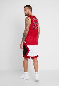Jordan - JUMPMAN DIAMOND SHORT - Sports shorts - white/gym red/black - 2