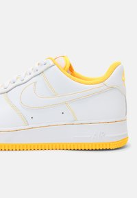 Nike Sportswear - AIR FORCE 1 '07 STITCH UNISEX - Trainers - white/laser orange - 4