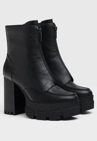 Bershka - Kotníková obuv na vysokém podpatku - black - 5