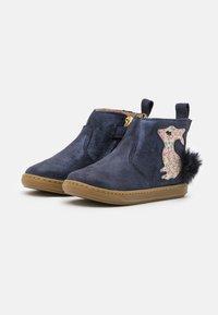 Shoo Pom - BOUBA PIMPIN - Classic ankle boots - blue/platine - 1