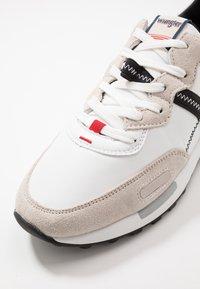 Wrangler - ICONIC - Trainers - white - 6