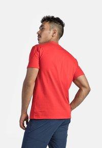 IZAS - GRANBY - T-shirt imprimé - red/bluemoon - 2