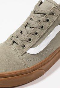 Vans - OLD SKOOL - Sneakers laag - laurel oak - 5