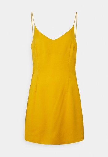 V NECK CAMI STRAP SLIP DRESS - Kjole - mustard