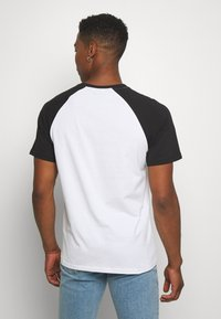 Only & Sons - ONSRAMONES FRONT PRINT TEE - T-shirt con stampa - white - 2