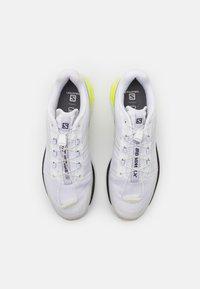 Salomon - XT WINGS 2 UNISEX - Trainers - white/ebony/safety yellow - 3