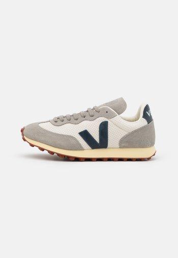 RIO BRANCO - Sneakers basse - gravel/nautico/oxford grey