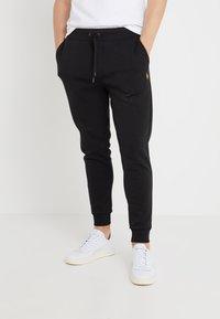 Polo Ralph Lauren - Pantalon de survêtement - black/gold - 0