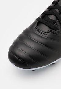 Umbro - TOCCO CLUB FG - Kopačky lisovky - black/white/victoria blue - 5