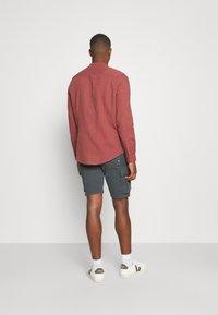 s.Oliver - CARGO - Shorts - grey - 2