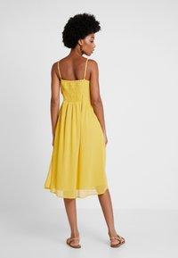 Vero Moda - VMMARLYN SINGLET DRESS - Juhlamekko - spicy mustard - 2