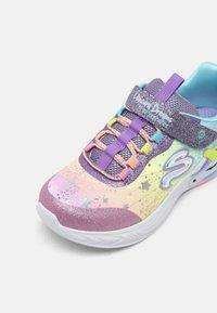 Skechers - UNICORN DREAMS - Matalavartiset tennarit - purple/multi - 6