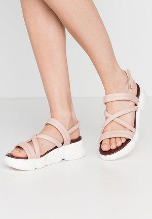 Sandály na platformě - rose