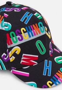 MOSCHINO - UNISEX - Kšiltovka - black letter logo - 3