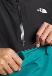 The North Face - MEN'S ARQUE JACKET - Hardshellová bunda - fanfare green/black - 3