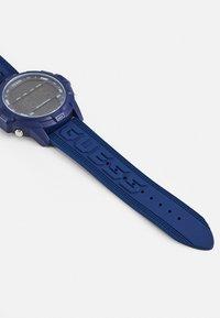 Guess - Zegarek cyfrowy - blue - 2