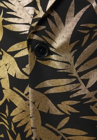 Twisted Tailor - MAMBO SUIT SET - Puku - black gold - 6