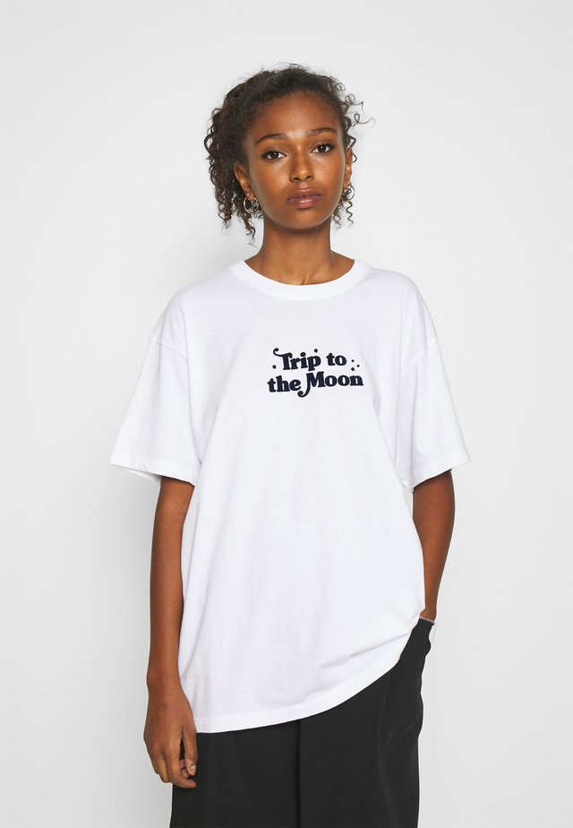 TRIP TO THE MOON - T-shirt med print - white