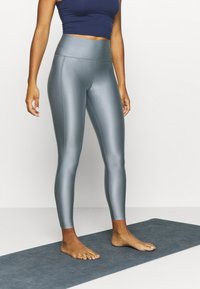 Filippa K - CROPPED GLOSS LEGGING - Punčochy - silver grey - 0